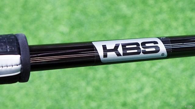 スパイダー S パターを筒康博が試打「アプローチ感覚で打てる」 安定感を考慮したデザインのKBS製「ステップレスブラックシャフト」