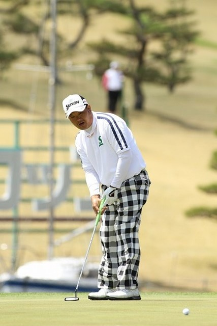 強風にも屈せず、見事なプレーを披露した小田孔明が首位に浮上!