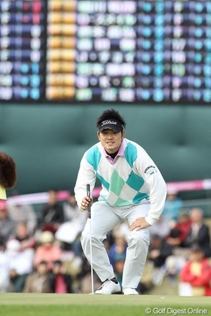 前半アンダーパーでラウンドしたが、後半3ボギーはもったいない貞方章男。8位タイ