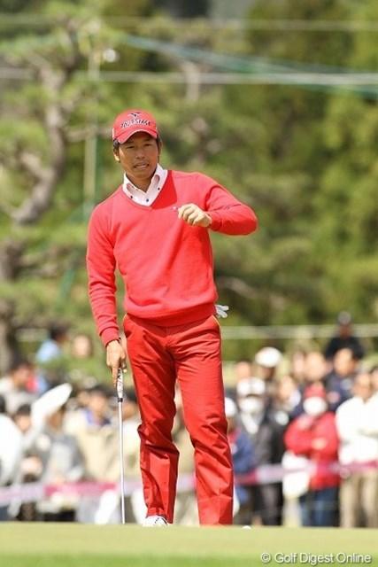 全身真っ赤の清田太一郎。3日目はパープレーで3位タイに浮上