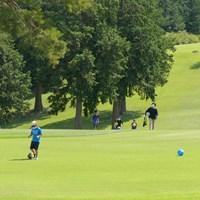 子どもたちも最高に楽しそう! フットゴルフを楽しむ子どもたち/高橋陽一カップ2020