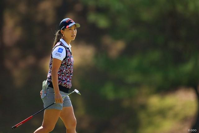 2020年 日本女子オープンゴルフ選手権 初日 上田桃子 マレット型のパターを手にした上田桃子