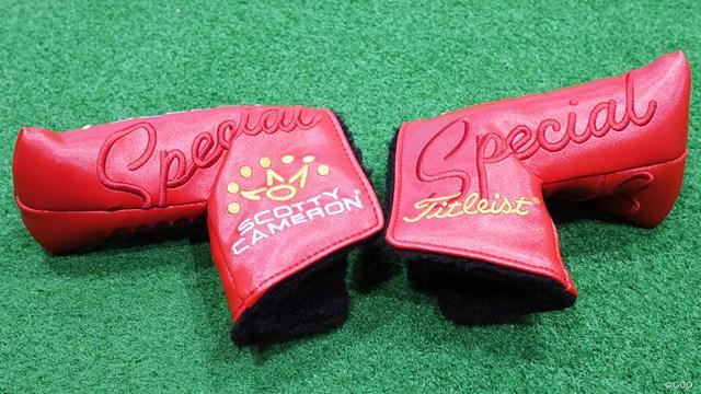 スコッティキャメロン SPECIAL SELECT パターを万振りマンが試打「暴れる気がしない」 ブランドロゴと王冠のイラストが映える赤いヘッドカバー