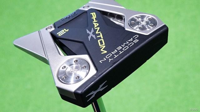 スコッティキャメロン PHANTOM X パターを西川みさとが試打「真ん中に集中できる」 マレット型「PHANTOM X」シリーズの中でも一番大型の「12」
