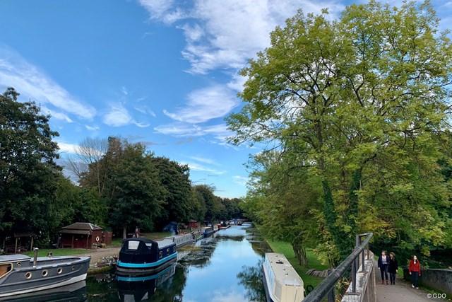 2020年 BMW PGA選手権 事前 リーズの川 運河が栄えたリーズには小さな川にもたくさんの船が