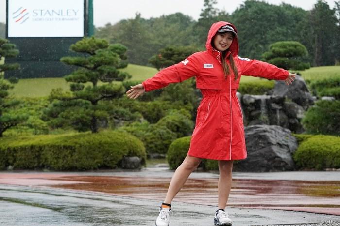 レインウエアのファッションショー 2020年 スタンレーレディスゴルフトーナメント 事前 臼井麗香