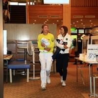 中止が決定してコースを後にする 2020年 スタンレーレディスゴルフトーナメント 2日目 原英莉花と松田鈴英
