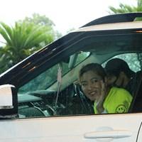 車に乗って選手仲間にバイバイ 2020年 スタンレーレディスゴルフトーナメント 2日目 原英莉花