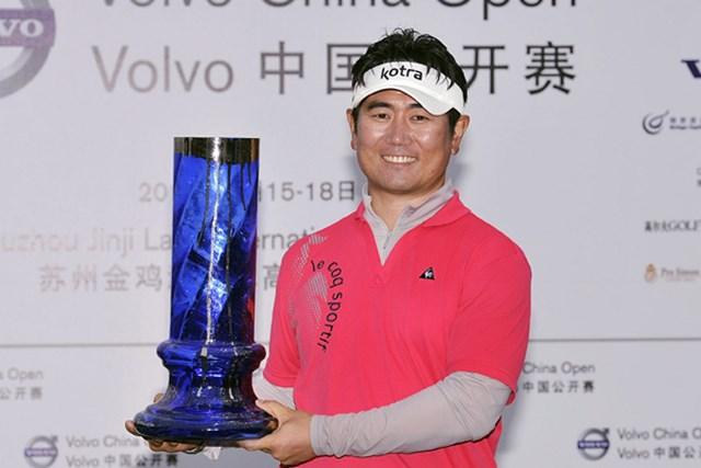 2010年 ボルボ中国オープン 最終日 Y.E.ヤン 今季初優勝を中国で飾った韓国のY.E.ヤン(Victor Fraile Getty Images)
