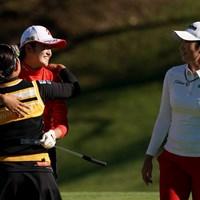 プレーオフの3人、抱きついちゃってるし 2020年 スタンレーレディスゴルフトーナメント 最終日 稲見萌寧 浅井咲希 ペ・ソンウ