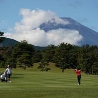 富士山バックにセカンドショット 2020年 スタンレーレディスゴルフトーナメント 最終日 稲見萌寧