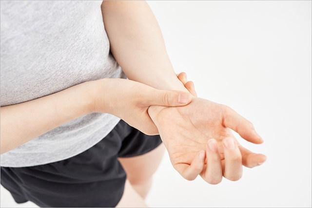 テーピング:手首編 手首の痛みに…(提供:写真AC、クリエーター:まぽ (S-cait)さん)