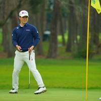 8番、短いバーディパットを外して苦笑い。 2020年 日本オープンゴルフ選手権競技 初日 桂川有人