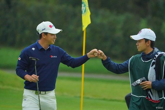 2020年 日本オープンゴルフ選手権競技 初日 桂川有人 桂川有人(左)も1打差2位で発進