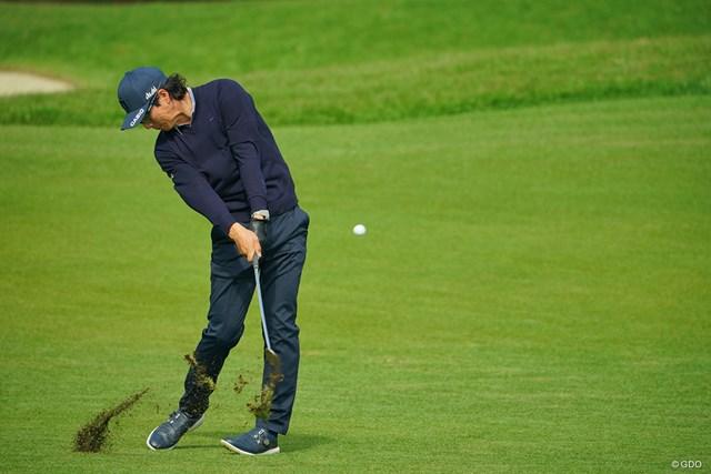 2020年 日本オープンゴルフ選手権競技 2日目 石川遼 9番でセカンドショットを放つ石川遼