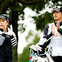 モノトーンコーディネート 2020年 富士通レディース 2020 初日 青木瀬令奈