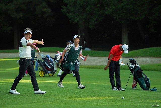 2020年 日本オープンゴルフ選手権競技 2日目 池村寛世 杉原大河 杉原くんにドライバーの飛距離で勝って大喜びの池村プロと、ガッカリうなだれる杉原くんでした。