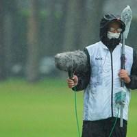 雨の日、マスクに眼鏡は最悪だよね。 2020年 日本オープンゴルフ選手権競技 3日目 マイク
