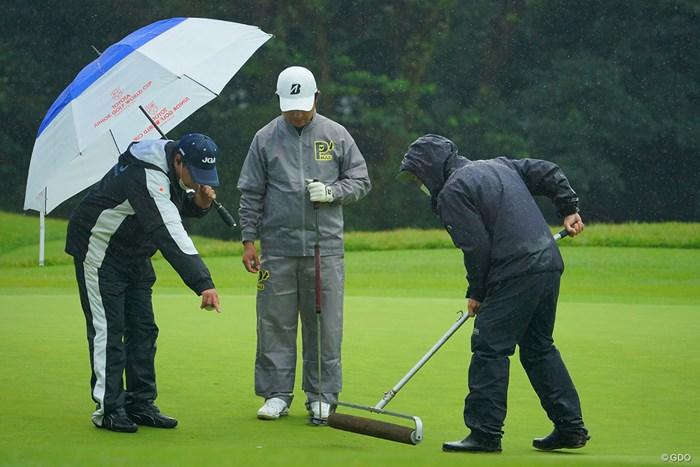 傾斜の多い紫CCのグリーン。低いところには水が溜まるほどの雨でした。 2020年 日本オープンゴルフ選手権競技 3日目 グリーン