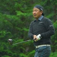 雨の日、キャップは陽陽スタイルがお勧めです。 2020年 日本オープンゴルフ選手権競技 3日目 塚田陽亮