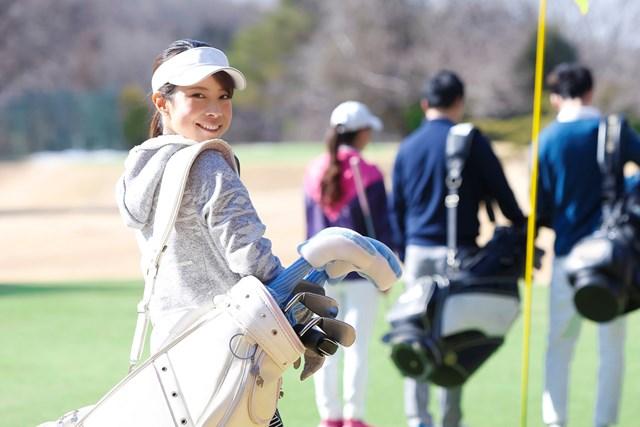 ゴルフ女子が急増中!? コロナ禍での施策がもたらす影響とは 今夏のゴルフ場来場者数に異変が…(提供:Fast&Slow / PIXTA)