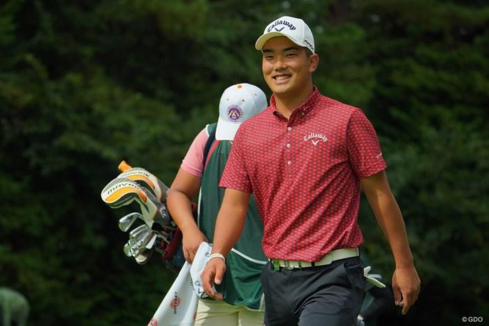 「うわぁ、すごいカメラがたくさんある!」と笑顔。 2020年 日本オープンゴルフ選手権競技 4日目 河本力