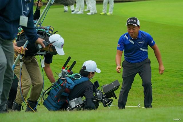目の前でカメラマンが転んでも、ほとんど動じないぐらいじゃないと日本オープンは勝てません。
