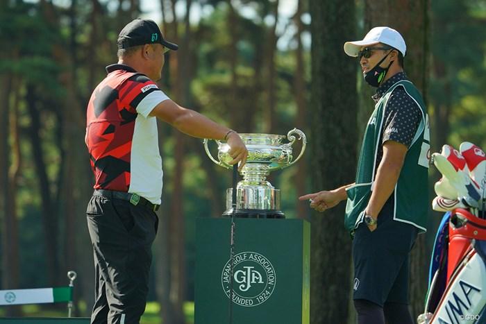 何か良からぬことを考えていそうな2人。 2020年 日本オープンゴルフ選手権競技 4日目 小田孔明