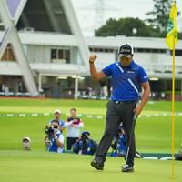 ウィニングパットを沈めて、拳を握った稲森佑貴 2020年 日本オープンゴルフ選手権競技 最終日 稲森佑貴