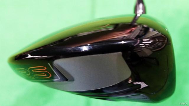 RS5 ドライバーを西川みさとが試打「懐かしい打感」 シャローバック(後方が低い)形状で重心の深さがうかがえる