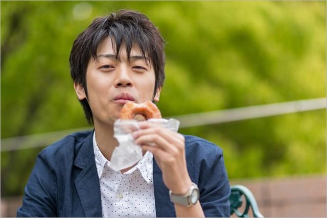 """最適な""""おやつ""""の取り方 補食って大事なんです(提供:ぱくたそ、model by Tsuyoshi.)"""