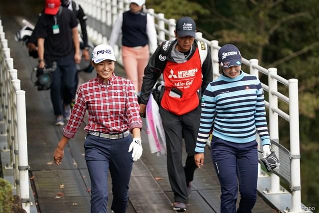 2020年 樋口久子 三菱電機レディスゴルフトーナメント 初日 渋野日向子 小祝さくら 橋の上でも仲良く談笑