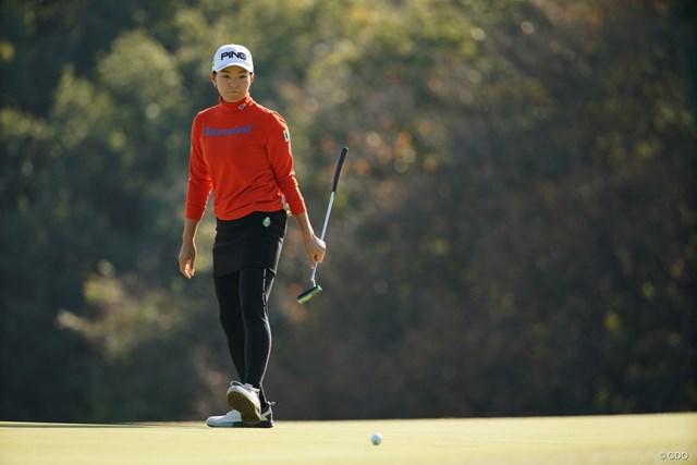 2020年 樋口久子 三菱電機レディスゴルフトーナメント 2日目 渋野日向子 パットに悩む渋野日向子。ホールアウト後は日没まで長時間の練習が続いた