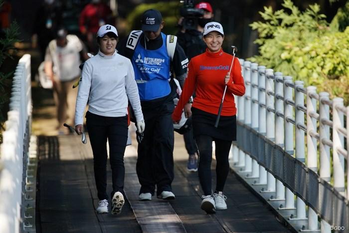 仲良しの稲見ちゃんと橋をわたる 2020年 樋口久子 三菱電機レディスゴルフトーナメント 2日目 渋野日向子