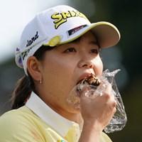 おにぎりを頬張るみなみちゃん 2020年 樋口久子 三菱電機レディスゴルフトーナメント 最終日 勝みなみ
