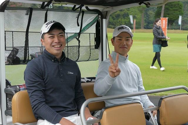 2020年 柏オープンゴルフ選手権 プレーオフ前でも笑顔の上野晃紀(左)と金田直之(右)