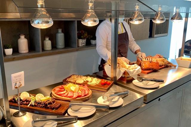 2020年 アフロディーテ ヒルズ キプロスオープン 事前 アフロディーテヒルズリゾート レストランのお肉コーナー。ベーコンがカリカリ過ぎないのがイイ!
