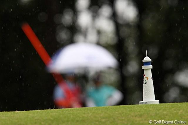 2010年 フジサンケイレディス 初日 ティマーク 雨とティマークと傘