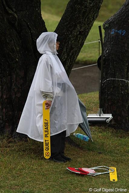 2010年 フジサンケイレディス 初日 ボランティア ボランティアの皆さんも雨の中大変です