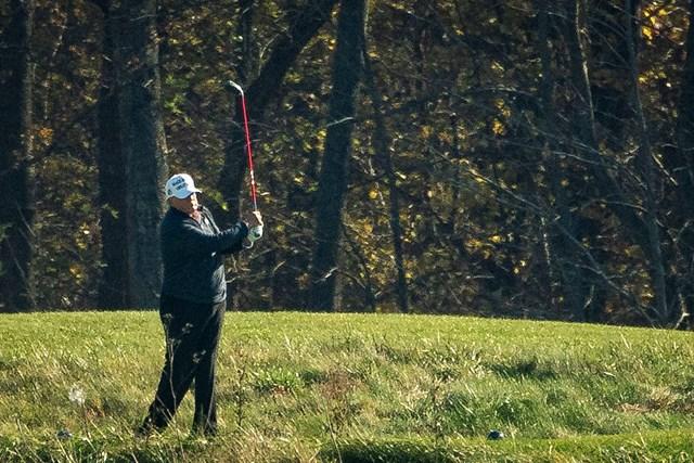 2020年 トランプ・ナショナルGC ドナルド・トランプ バイデン氏「当確」が一斉に速報された際、トランプ氏はゴルフをプレー中だった(Al Drago/Getty Images)