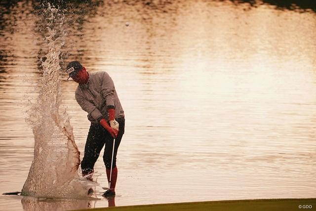 2020年 三井住友VISA太平洋マスターズ 初日 大岩龍一 晩秋の水遊びは寒そうです。