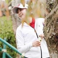 練習場で笑顔をみせる 2020年 伊藤園レディスゴルフトーナメント 事前 堀琴音