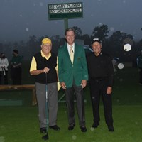 2020年のオナラリースターターを努めたジャック・ニクラスとゲーリー・プレーヤー。中央はチェアマンのフレッド・リドリー(提供:Augusta-National-Golf-Club) 2021年 マスターズ 初日 オナラリースタート