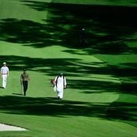 ディフェンディングチャンピオンのタイガー・ウッズは、昨年全米アマを制したアンディ・オグルトゥリーとのペア(提供:Augusta-National-Golf-Club) 2021年 マスターズ 初日 タイガー・ウッズ