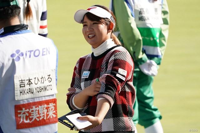 2020年 伊藤園レディスゴルフトーナメント 初日 吉本ひかる ラウンド中の笑み