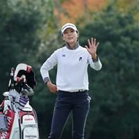 カメラを見て手を振るユン・チェヨン 2020年 伊藤園レディスゴルフトーナメント 初日 ユン・チェヨン