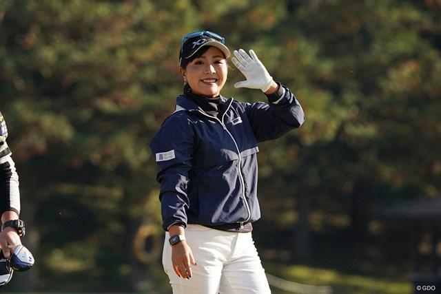 2020年 伊藤園レディスゴルフトーナメント 初日 青木瀬令奈 笑顔をみせる