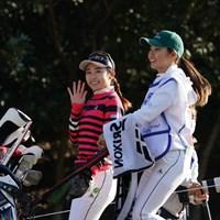 カメラに向って手をふる安田祐香 2020年 伊藤園レディスゴルフトーナメント 2日目 安田祐香