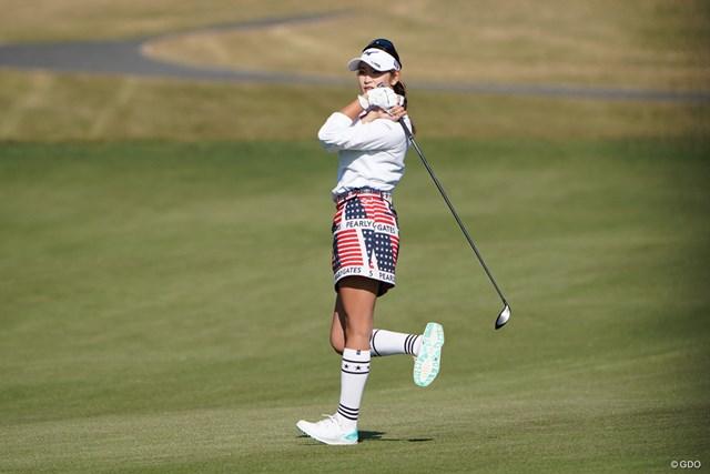 2020年 伊藤園レディスゴルフトーナメント 2日目 原英莉花 いゃ~んピンに近づいてと体をくねらす原英莉花