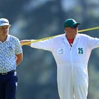 キャメロン・スミス。隣はトーマスのキャディ(提供:Augusta National Golf Club) 2021年 マスターズ 3日目 キャメロン・スミス